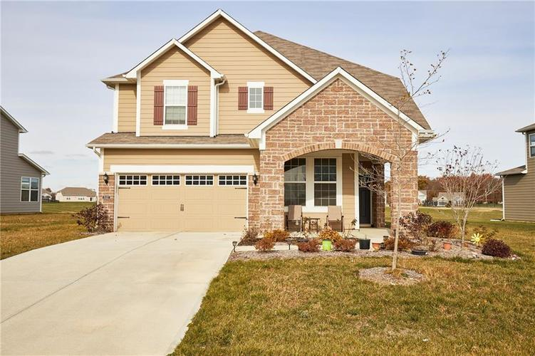 15452 Eastpark Circle W Fishers IN 46037 | MLS 21680633 | photo 3