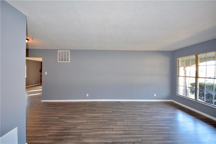 2026 N HIBISCUS Drive Indianapolis, IN 46219 | MLS 21680989 | photo 6