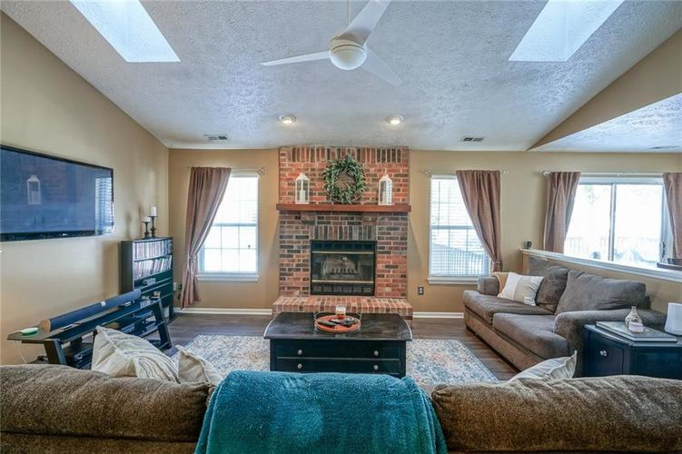 11560 Cherry Blossom West Drive Fishers, IN 46038 | MLS 21681027 | photo 4