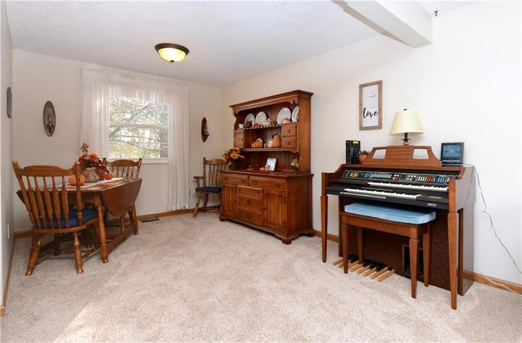 6732 Breeds Hill Drive Indianapolis, IN 46237 | MLS 21681311 | photo 12