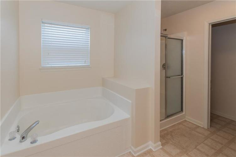 914 PENSTOCK Court Avon, IN 46123 | MLS 21681410 | photo 18