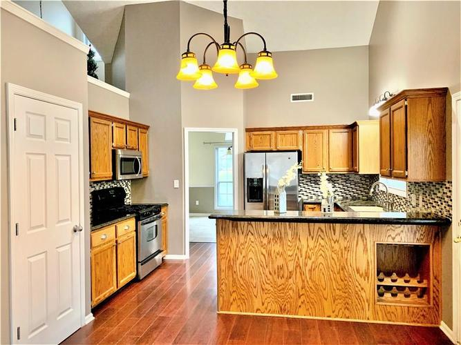 7560 St George Blvd Fishers, IN 46038 | MLS 21681631 | photo 2