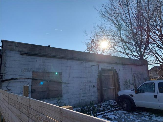 1094  Bellefontaine Street Indianapolis, IN 46202 | MLS 21681634