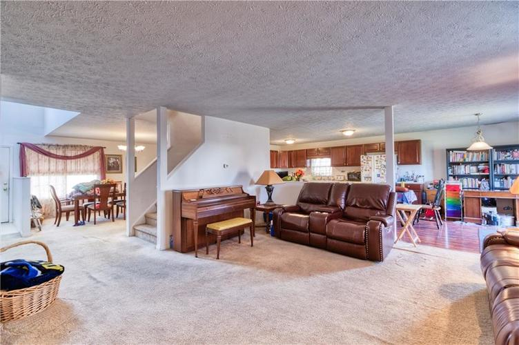 7967 Lawrence Woods Court Indianapolis, IN 46236 | MLS 21681696 | photo 12