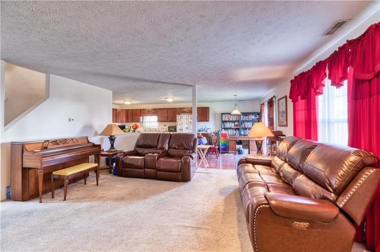 7967 Lawrence Woods Court Indianapolis, IN 46236 | MLS 21681696 | photo 13