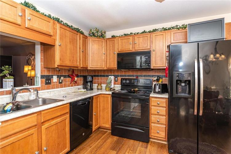 6430 BROOKS BEND Boulevard Indianapolis, IN 46237 | MLS 21681725 | photo 11