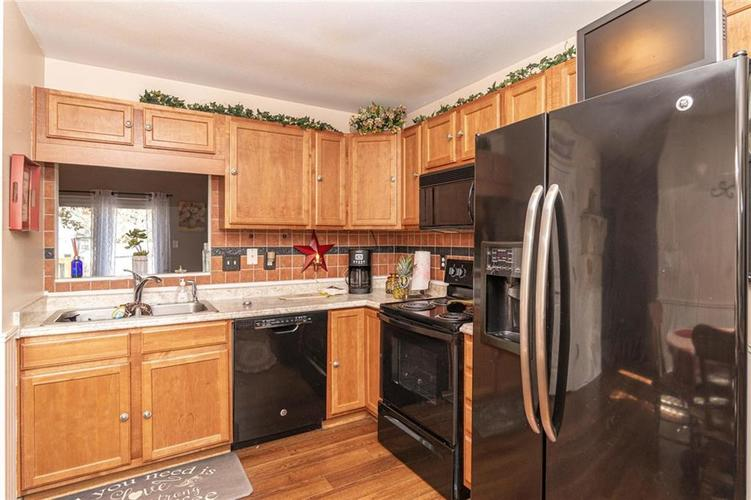 6430 BROOKS BEND Boulevard Indianapolis, IN 46237 | MLS 21681725 | photo 12