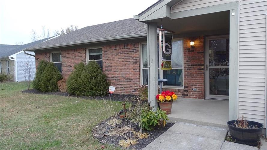 8475 SUMMERTREE Lane Indianapolis, IN 46256 | MLS 21681762 | photo 1