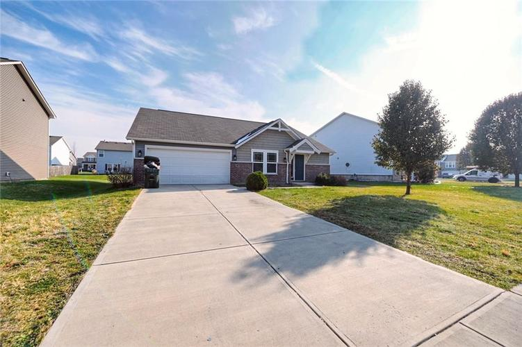 6147 N WOODS EDGE Drive McCordsville, IN 46055 | MLS 21681784 | photo 1