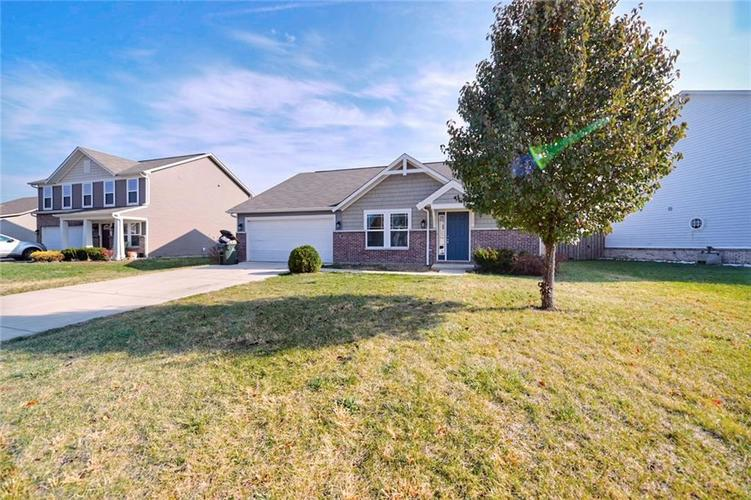 6147 N WOODS EDGE Drive McCordsville, IN 46055 | MLS 21681784 | photo 2