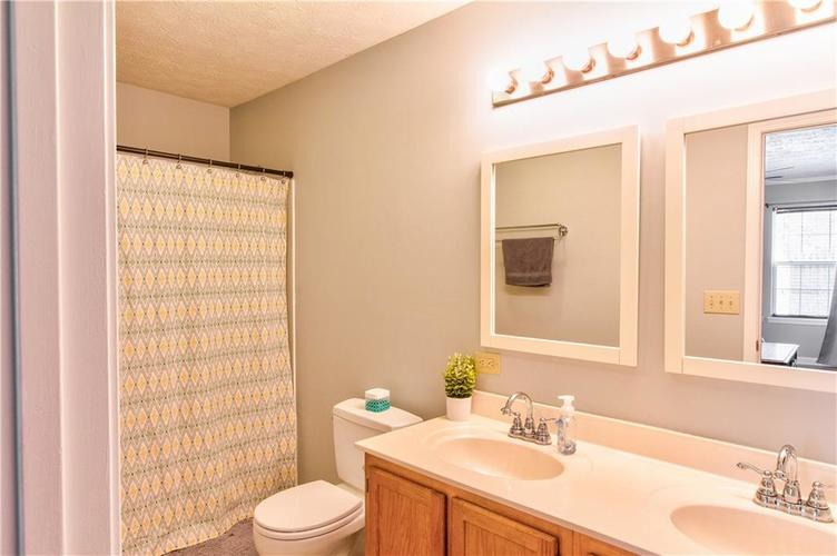 8434 Country Meadows Drive Indianapolis, IN 46234 | MLS 21681971 | photo 10