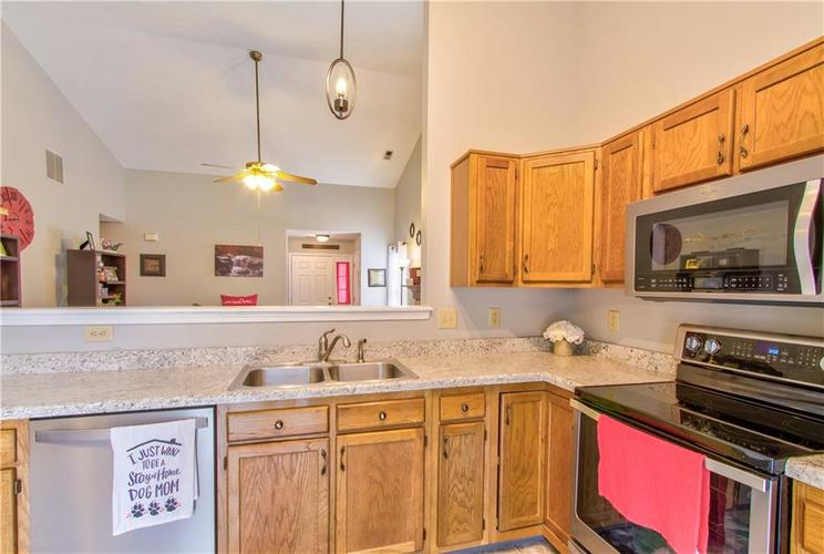 8434 Country Meadows Drive Indianapolis, IN 46234 | MLS 21681971 | photo 6