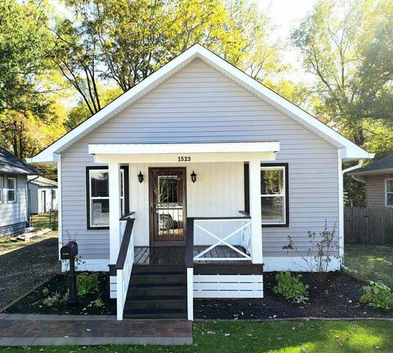 1523 E 49th Street Indianapolis, IN 46205 | MLS 21681972 | photo 1