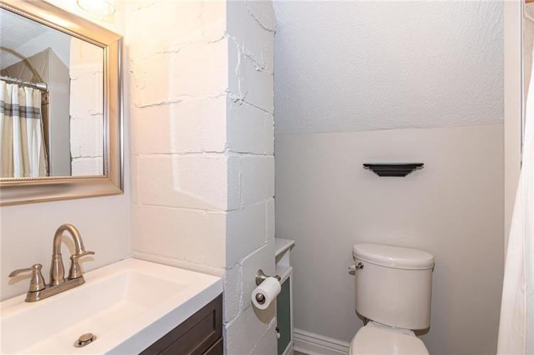2222 E 70TH Street Indianapolis, IN 46220   MLS 21682016   photo 21