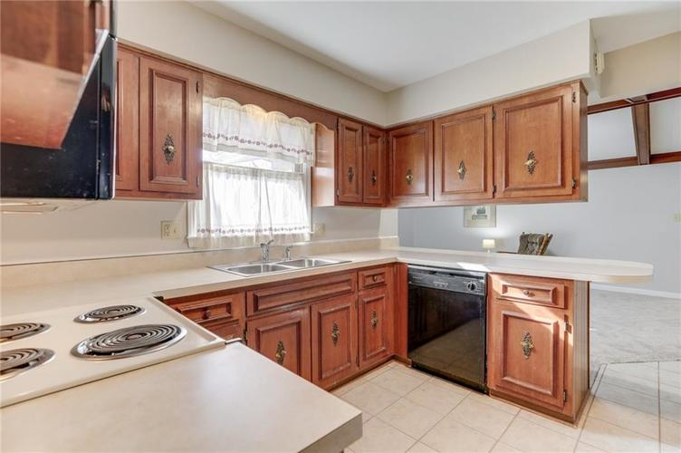 124 Plaza Central Street Greenwood, IN 46143   MLS 21682047   photo 17
