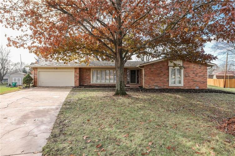 124 Plaza Central Street Greenwood, IN 46143   MLS 21682047   photo 2
