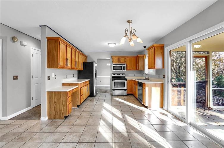 5853 Manning Road Indianapolis, IN 46228 | MLS 21682120 | photo 12