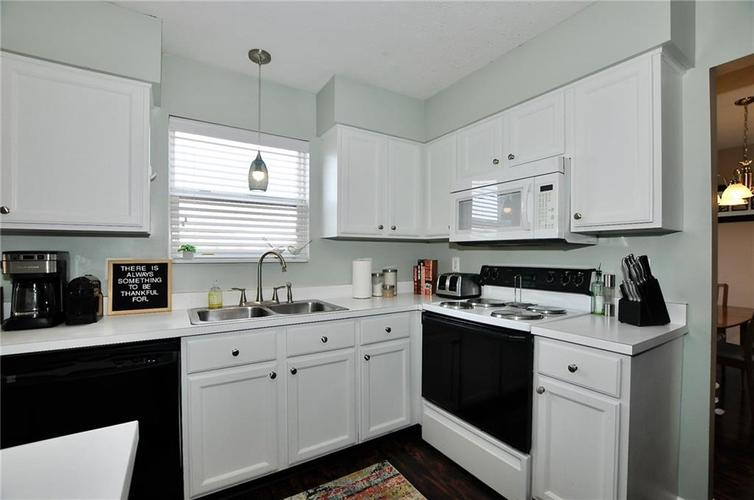 1550 PERRY COMMONS Boulevard Indianapolis, IN 46217 | MLS 21682170 | photo 10