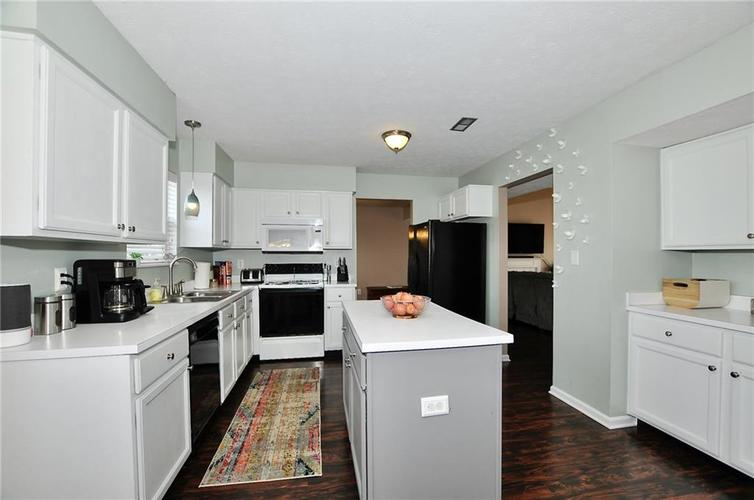 1550 PERRY COMMONS Boulevard Indianapolis, IN 46217 | MLS 21682170 | photo 11