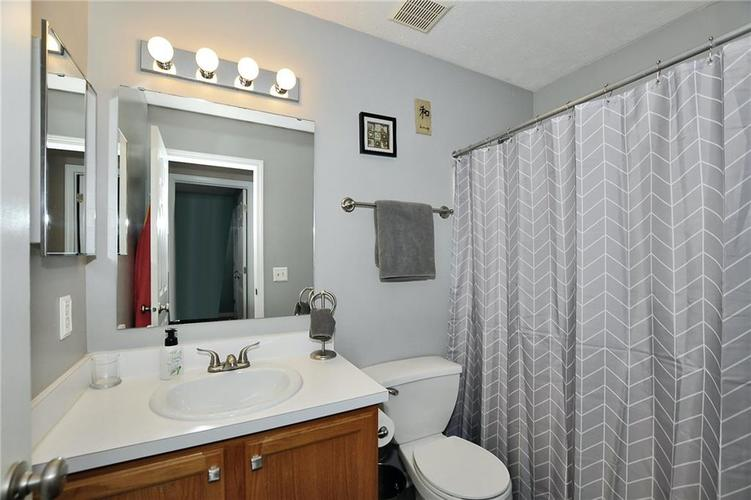 1550 PERRY COMMONS Boulevard Indianapolis, IN 46217 | MLS 21682170 | photo 18