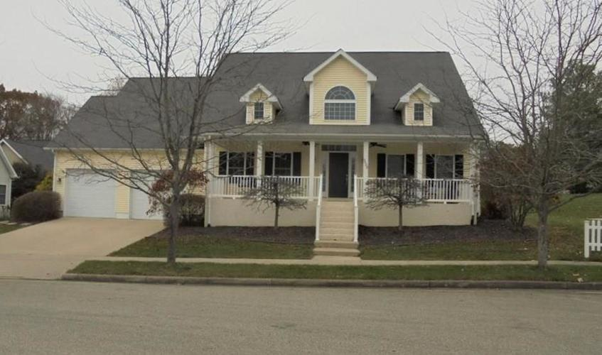 5600 Sugarberry Drive Columbus, IN 47201 | MLS 21683379 | photo 1
