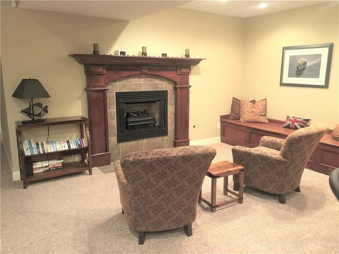 5600 Sugarberry Drive Columbus, IN 47201 | MLS 21683379 | photo 20