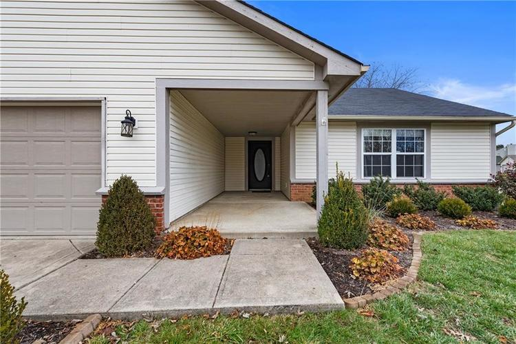 8251 Southern Springs Boulevard Indianapolis, IN 46237 | MLS 21683397 | photo 2