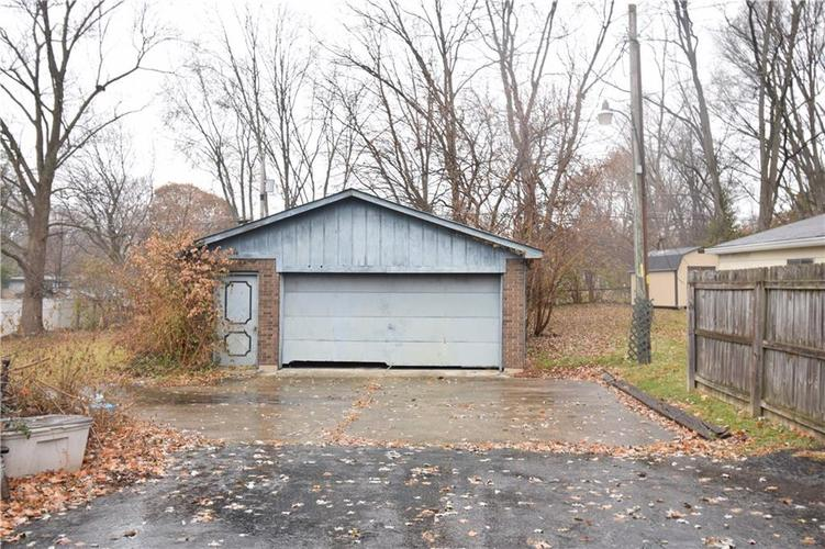 6616 E 10th Street Indianapolis IN 46219 | MLS 21683774 | photo 2