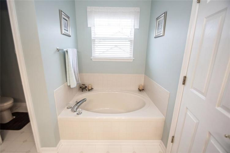 12540 Geist Cove Drive Indianapolis, IN 46236 | MLS 21683851 | photo 29