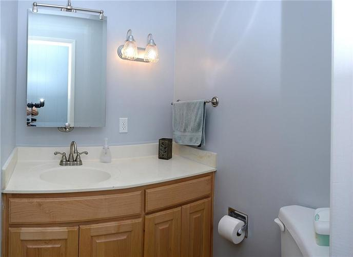 115 Kenwood Court Indianapolis, IN 46260 | MLS 21683870 | photo 18