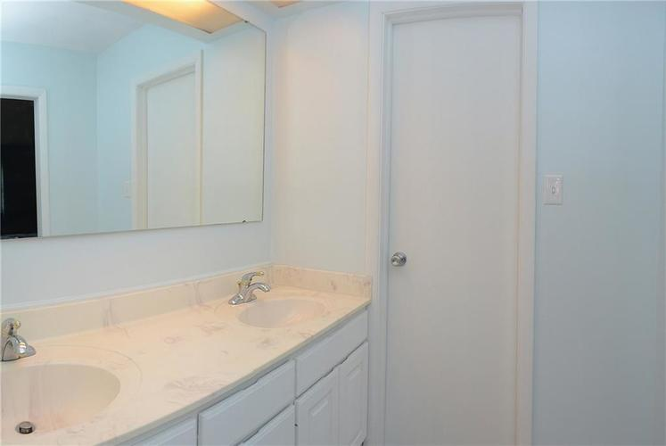 115 Kenwood Court Indianapolis, IN 46260 | MLS 21683870 | photo 21