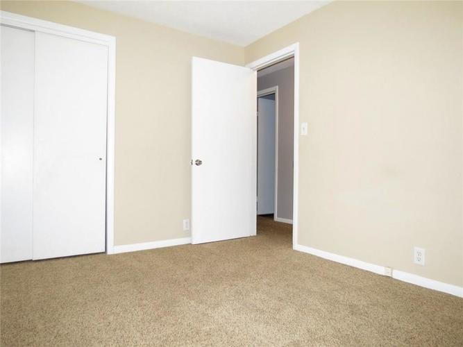 2231 Timbercrest Drive Columbus, IN 47203 | MLS 21684019 | photo 11