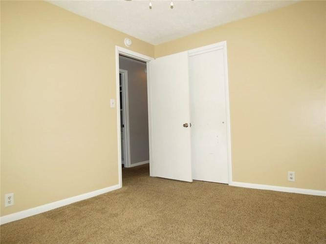 2231 Timbercrest Drive Columbus, IN 47203 | MLS 21684019 | photo 17