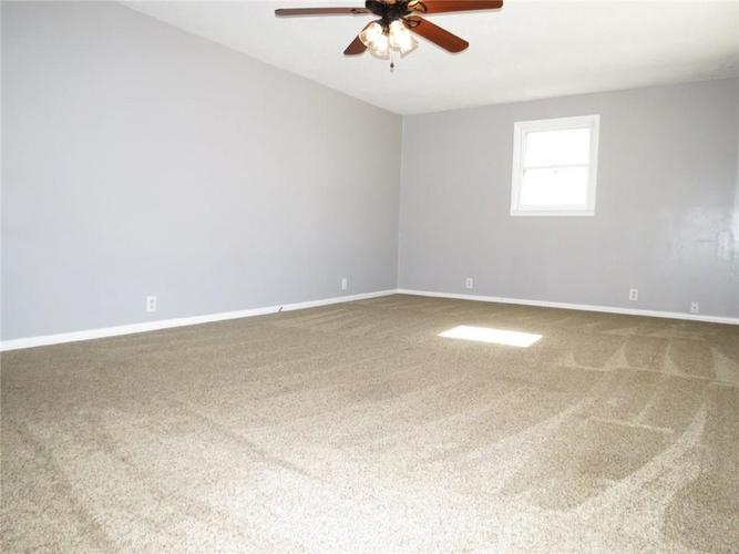 2231 Timbercrest Drive Columbus, IN 47203 | MLS 21684019 | photo 2
