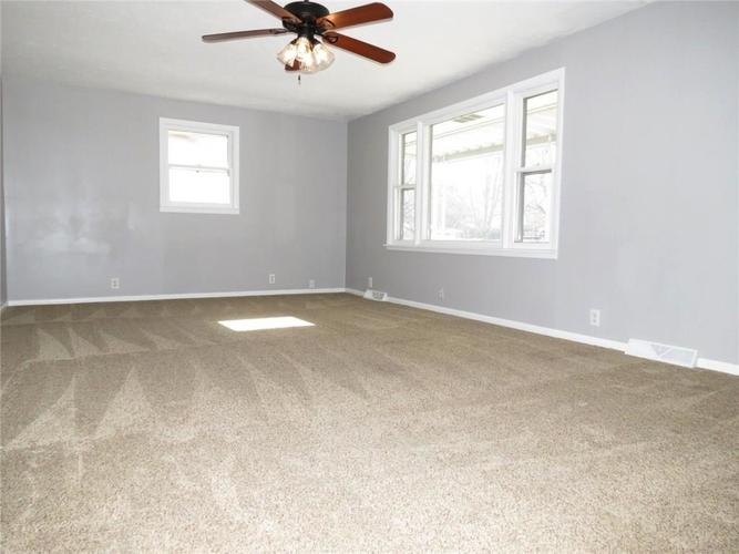 2231 Timbercrest Drive Columbus, IN 47203 | MLS 21684019 | photo 3