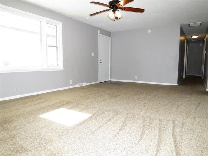 2231 Timbercrest Drive Columbus, IN 47203 | MLS 21684019 | photo 5