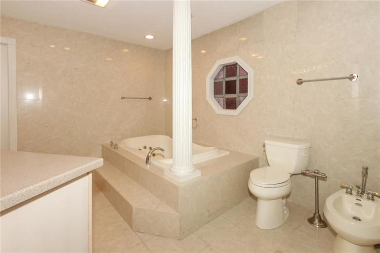 6630 E Southport Road Indianapolis, IN 46237 | MLS 21684108 | photo 19