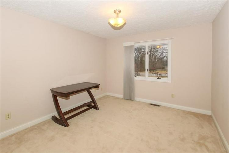 6630 E Southport Road Indianapolis, IN 46237 | MLS 21684108 | photo 25