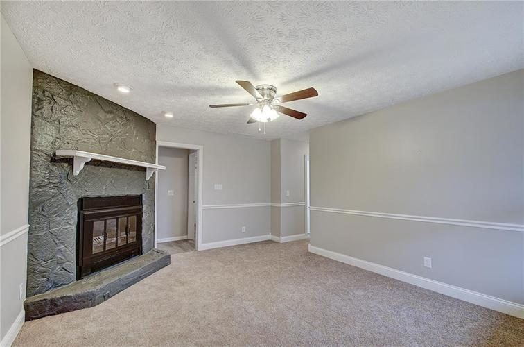 489 Greensprings Drive Whiteland, IN 46184 | MLS 21684158 | photo 2