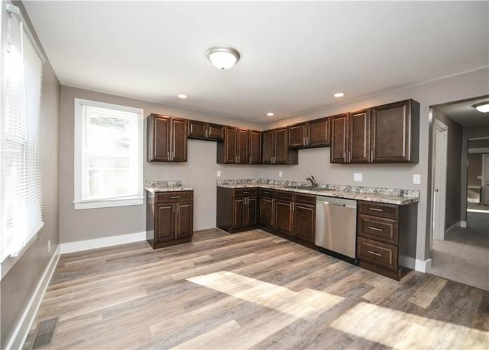 5373 Sunset Avenue Indianapolis, IN 46208 | MLS 21684172 | photo 12