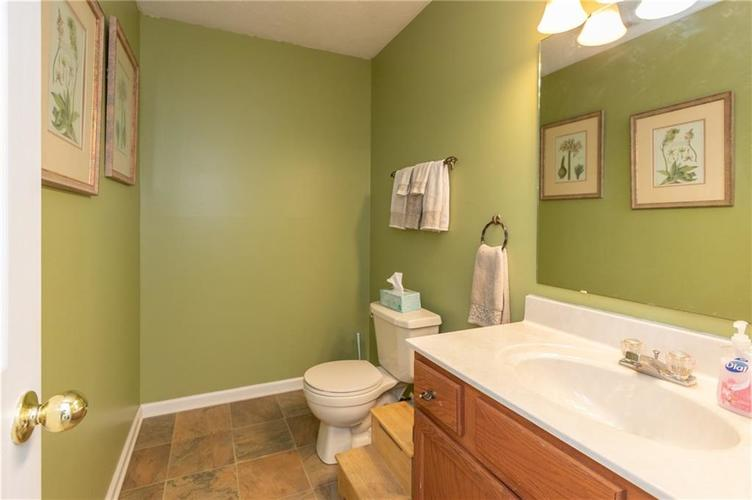 10845 Tealpoint Drive Indianapolis, IN 46229 | MLS 21684201 | photo 11
