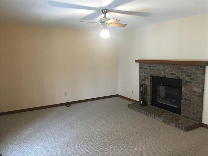 3170 Flintwood Drive Columbus, IN 47203 | MLS 21684217 | photo 3