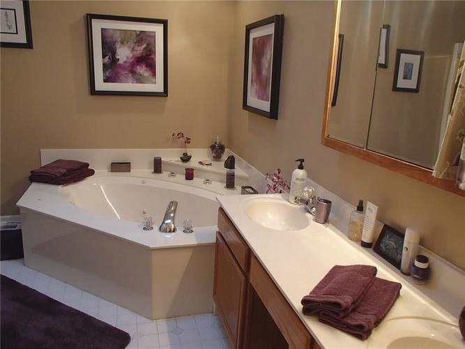 7427 Bancaster Drive Indianapolis, IN 46268 | MLS 21684381 | photo 14