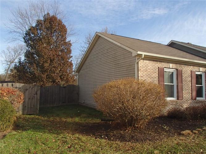 7427 Bancaster Drive Indianapolis, IN 46268 | MLS 21684381 | photo 2