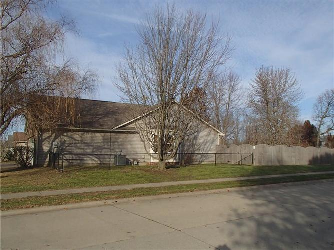 7427 Bancaster Drive Indianapolis, IN 46268 | MLS 21684381 | photo 3