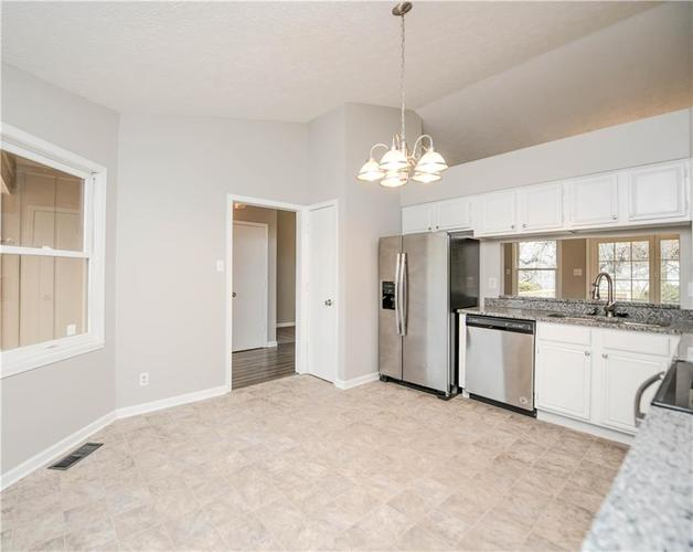 6008 McClellan Court Indianapolis, IN 46254   MLS 21684417   photo 6