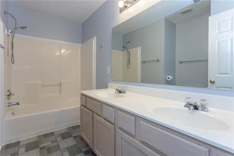 7825 Inishmore Drive Indianapolis, IN 46214   MLS 21684511   photo 23
