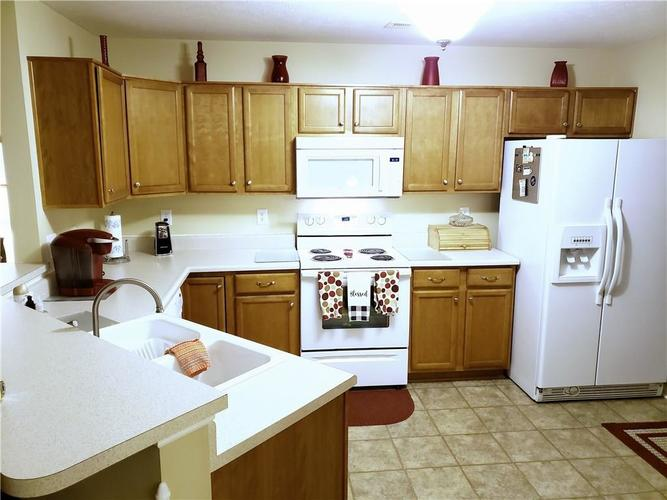 6350 Emerald Springs Drive Indianapolis, IN 46221   MLS 21684519   photo 2