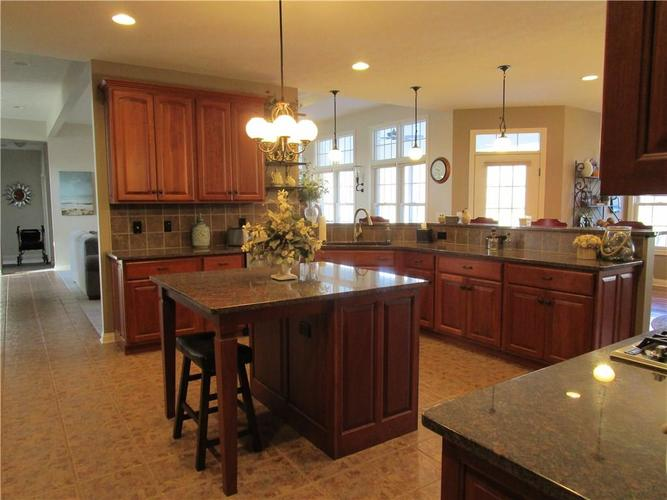 5866 Peaking Fox Drive Indianapolis, IN 46237 | MLS 21684549 | photo 17