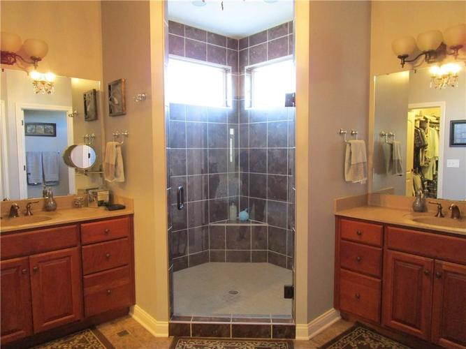 5866 Peaking Fox Drive Indianapolis, IN 46237 | MLS 21684549 | photo 25